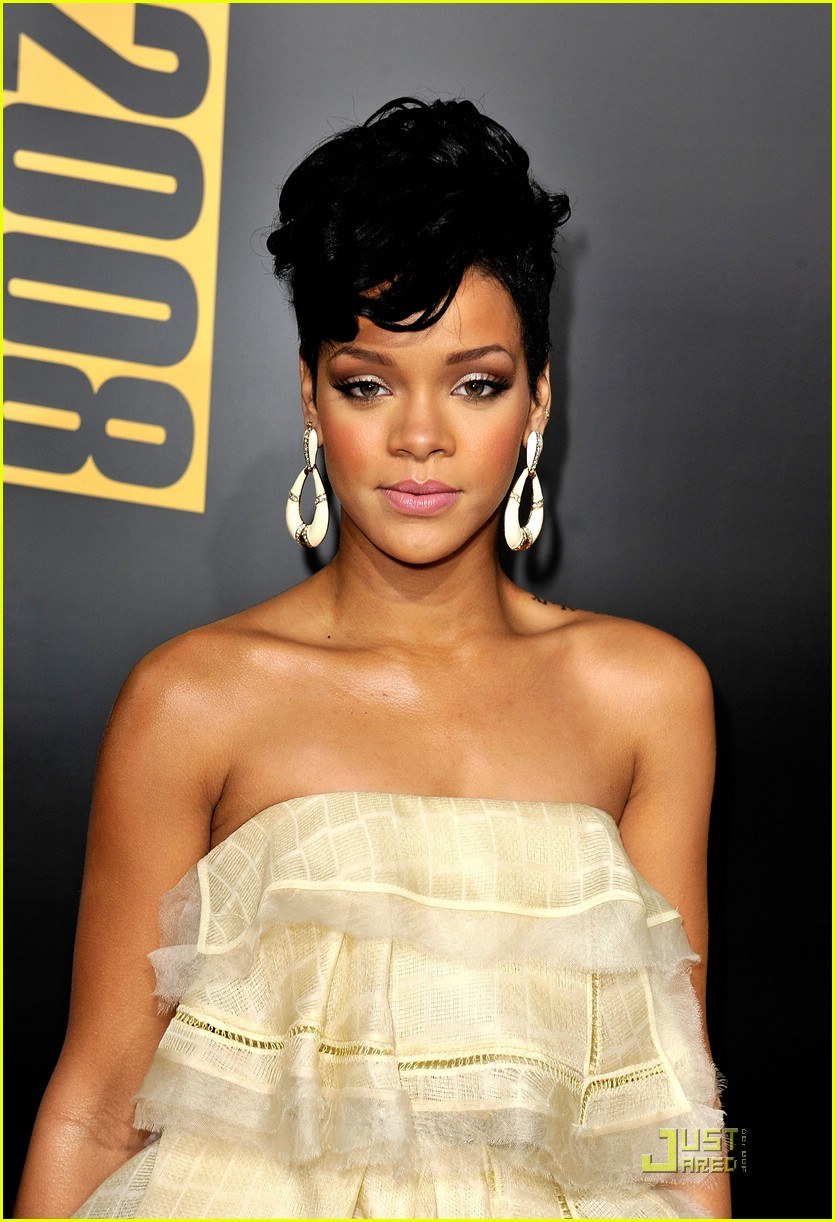 rihanna wins 2008 american music awards 211561751