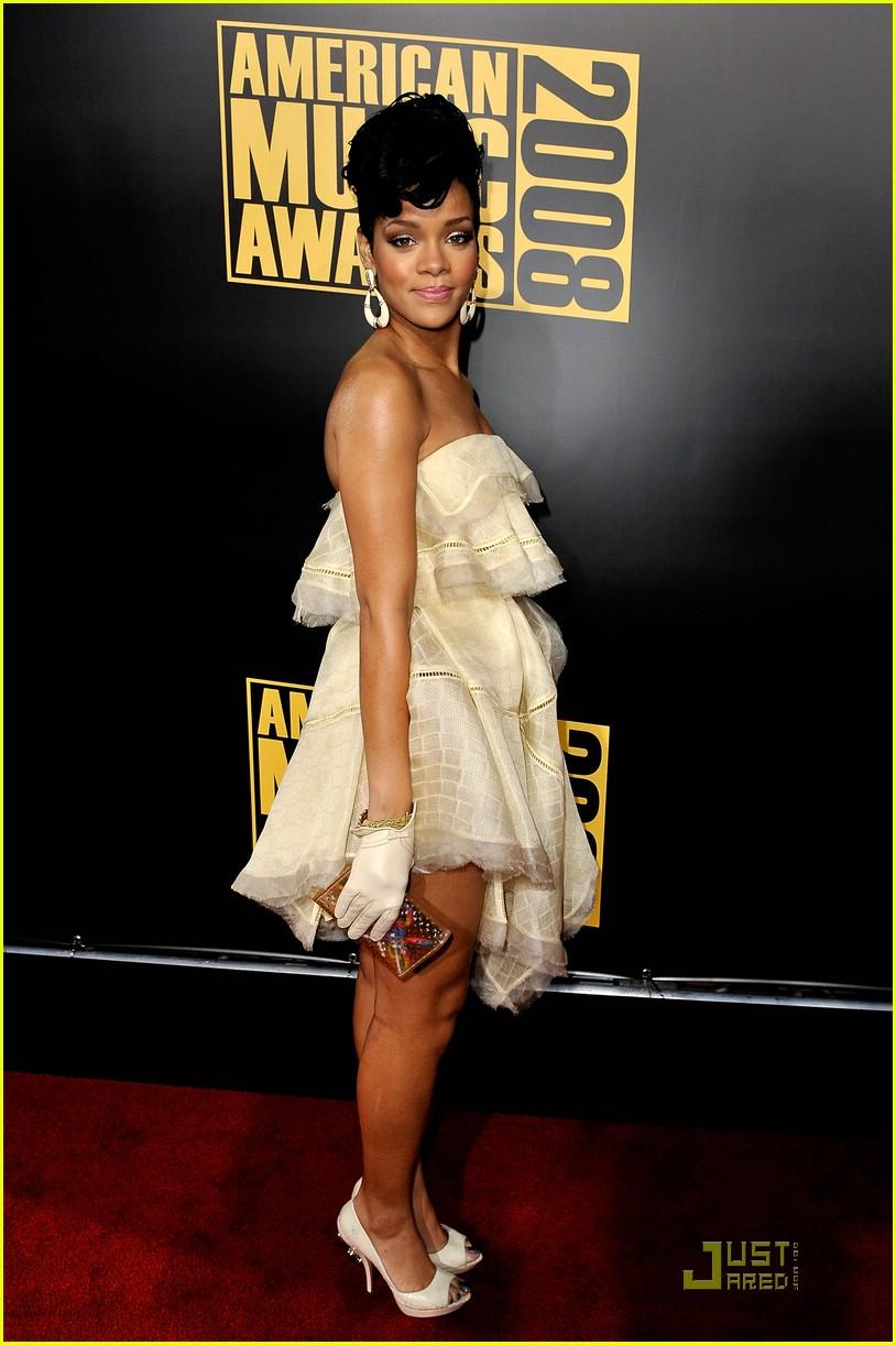 rihanna wins 2008 american music awards 221561761