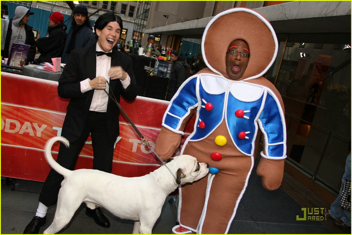 al roker gingerbread man dog 011522471