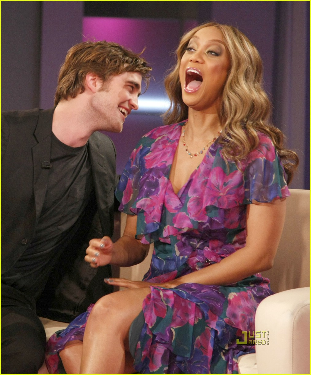 robert pattinson necks tyra banks 021557191