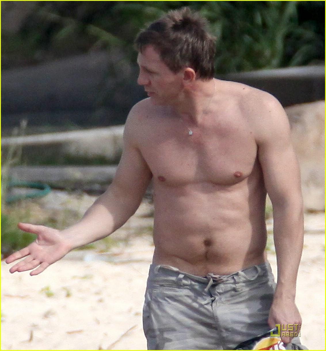Daniel Craig is St. Barts Beach Buff: Photo 1617281