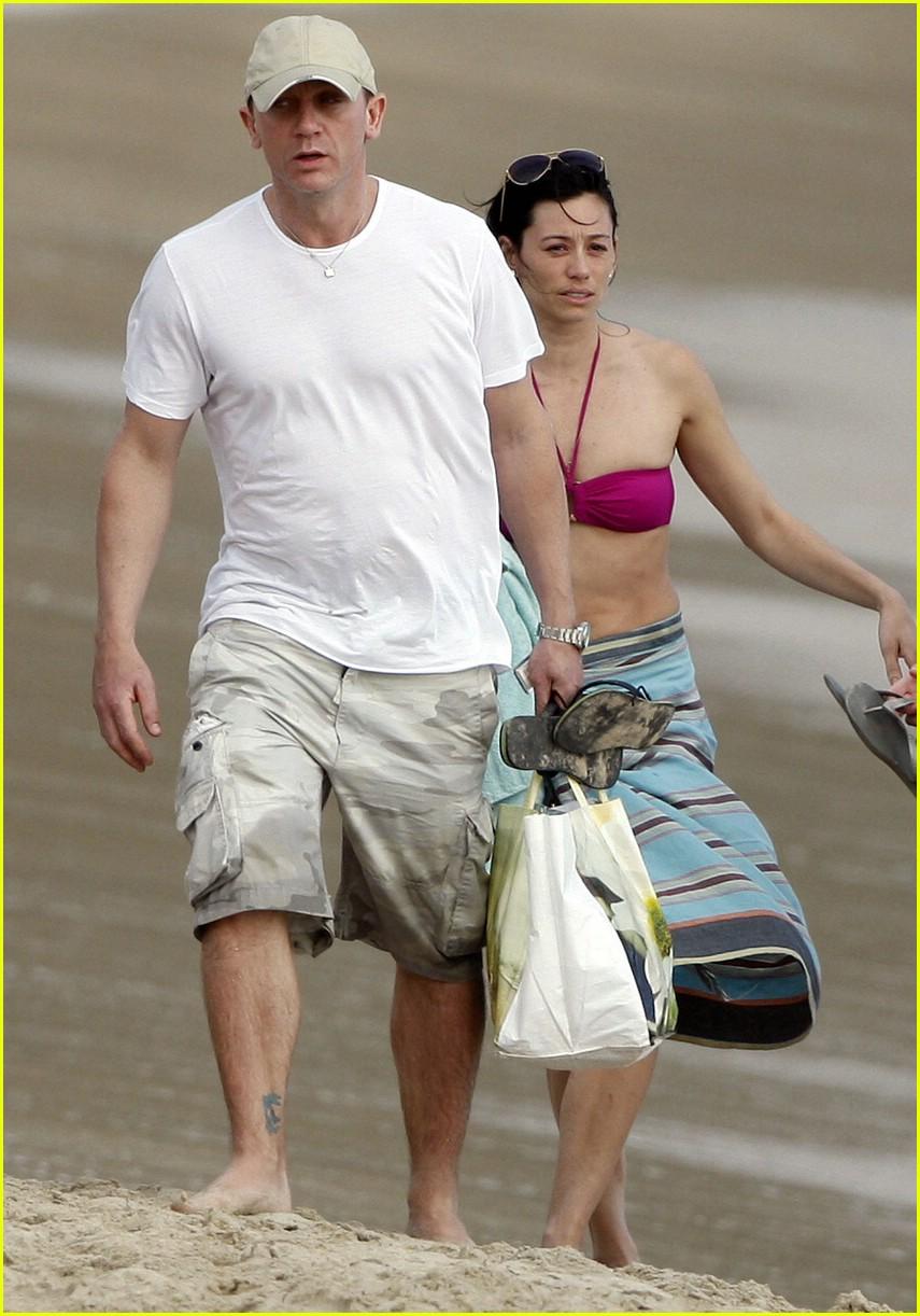 Daniel Craig & Satsuki Mitchell: Baby Boom: Photo 1619241   Bikini, Daniel  Craig, Satskui Mitchell, Shirtless Pictures   Just Jared