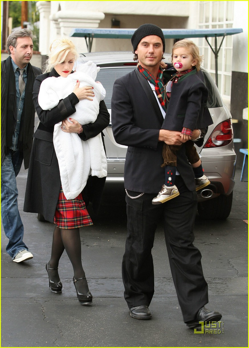 Gwen Stefani Christmas >> Full Sized Photo of gwen stefani christmas eve service 03 | Photo 1614731 | Just Jared