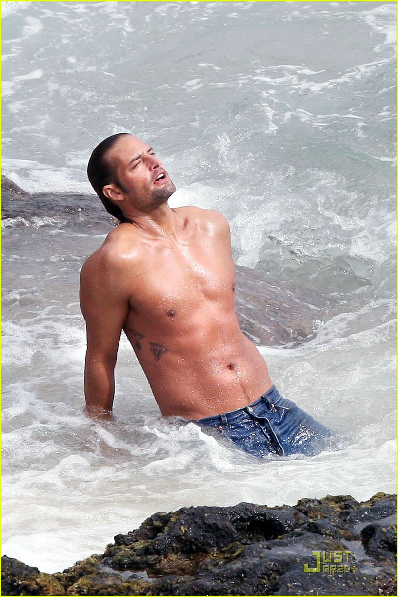 josh holloway shirtless 101586771