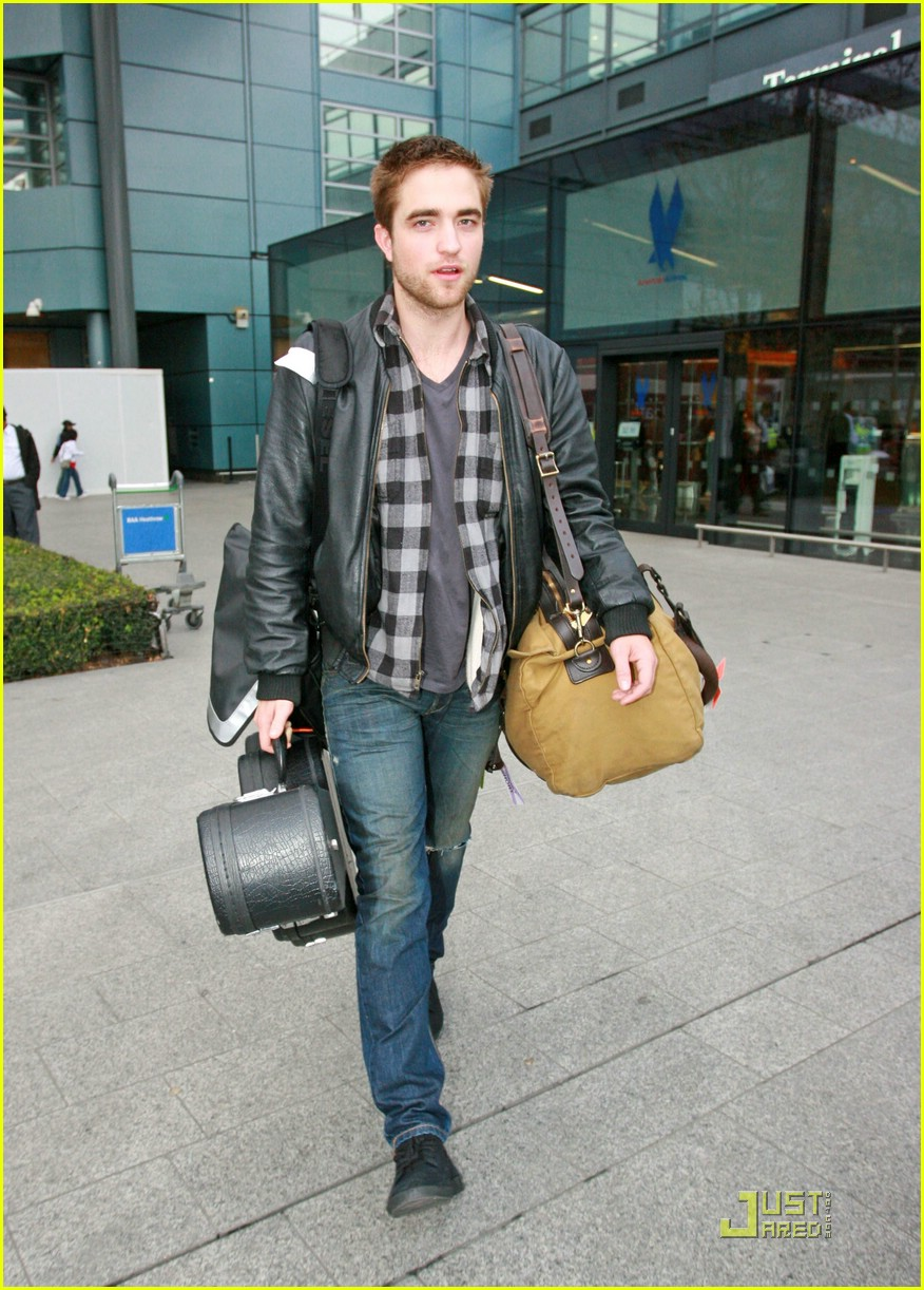 robert pattinson short hair cut 101610891