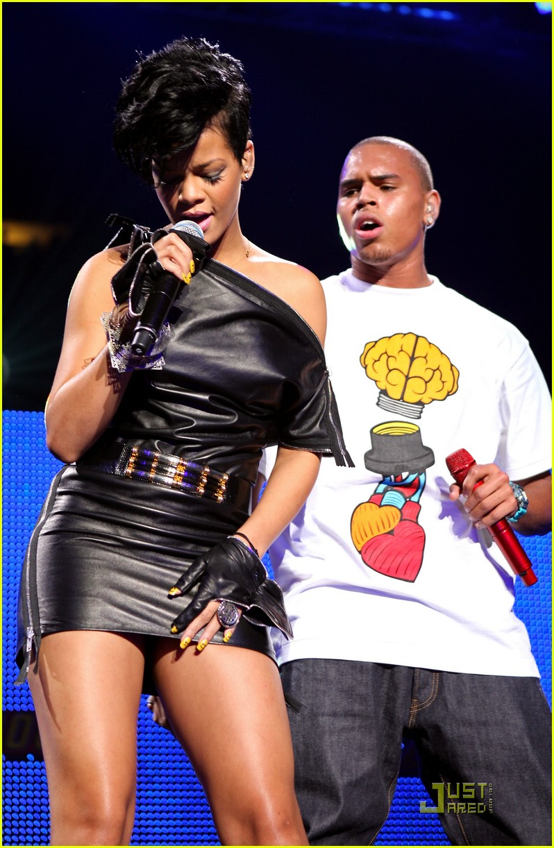 rihanna chris brown 2008 jingle ball 06