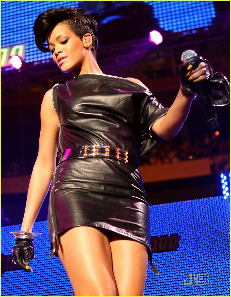 rihanna chris brown 2008 jingle ball 16
