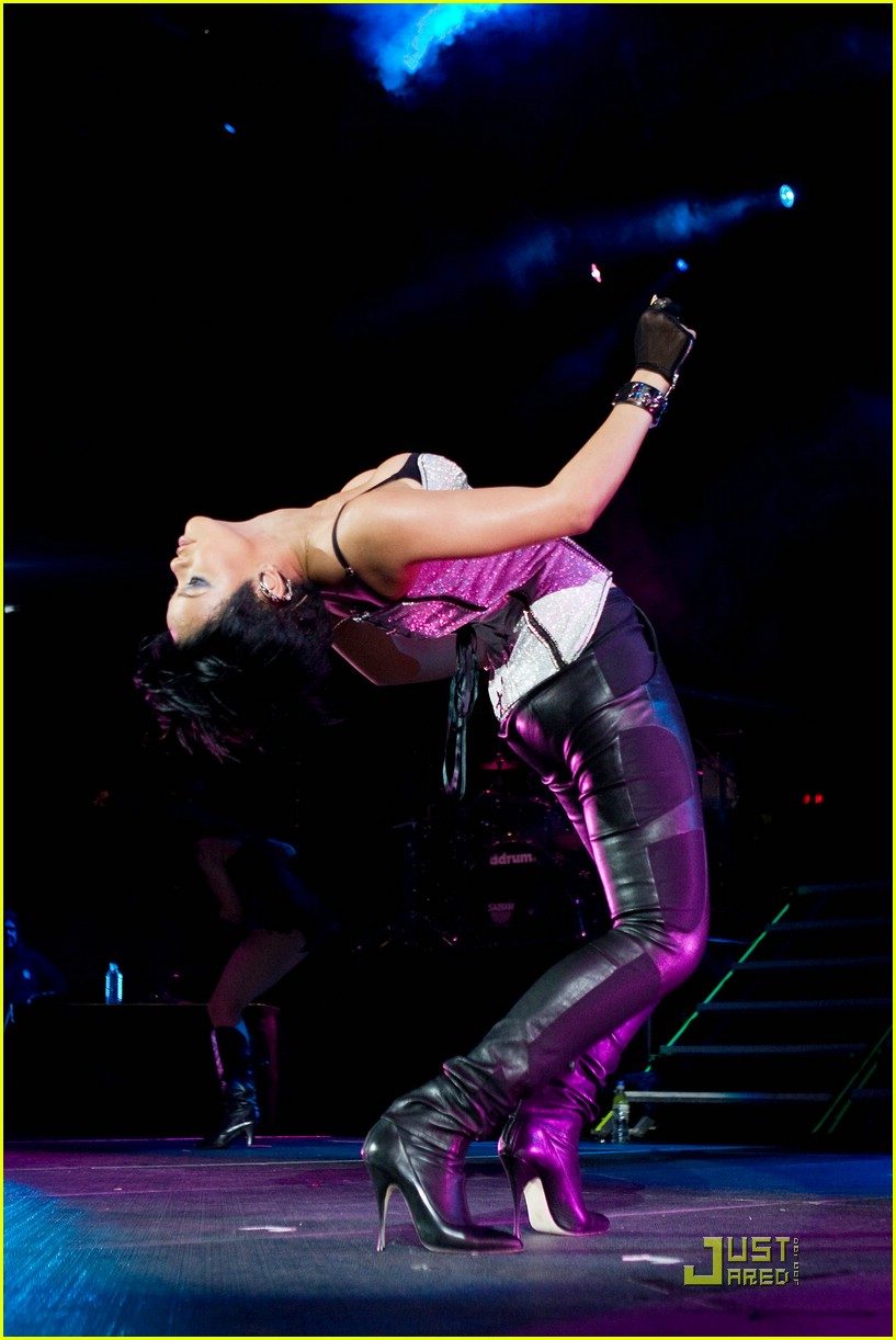 rihanna b96 jingle bash 01