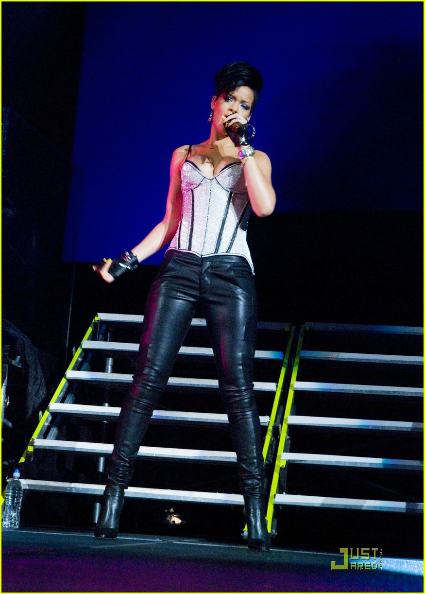 rihanna b96 jingle bash 031601261