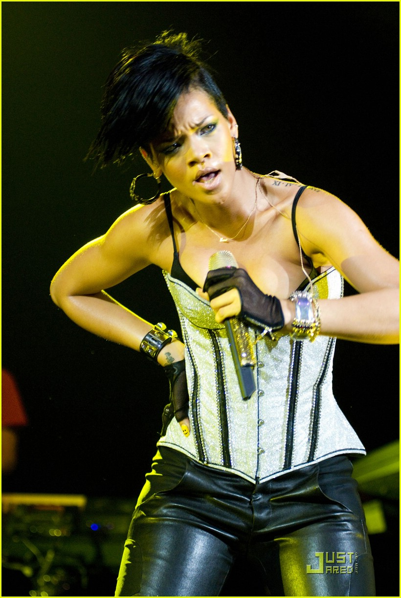 rihanna b96 jingle bash 04