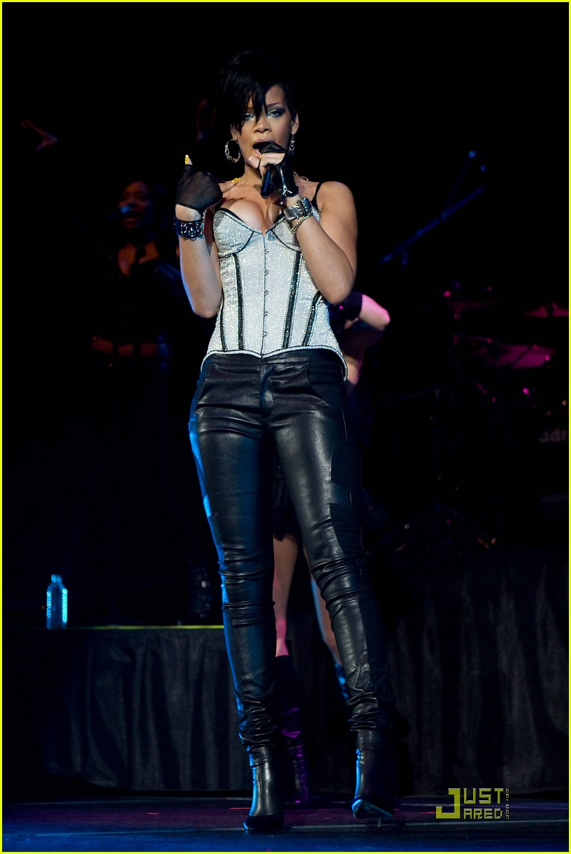 rihanna b96 jingle bash 09