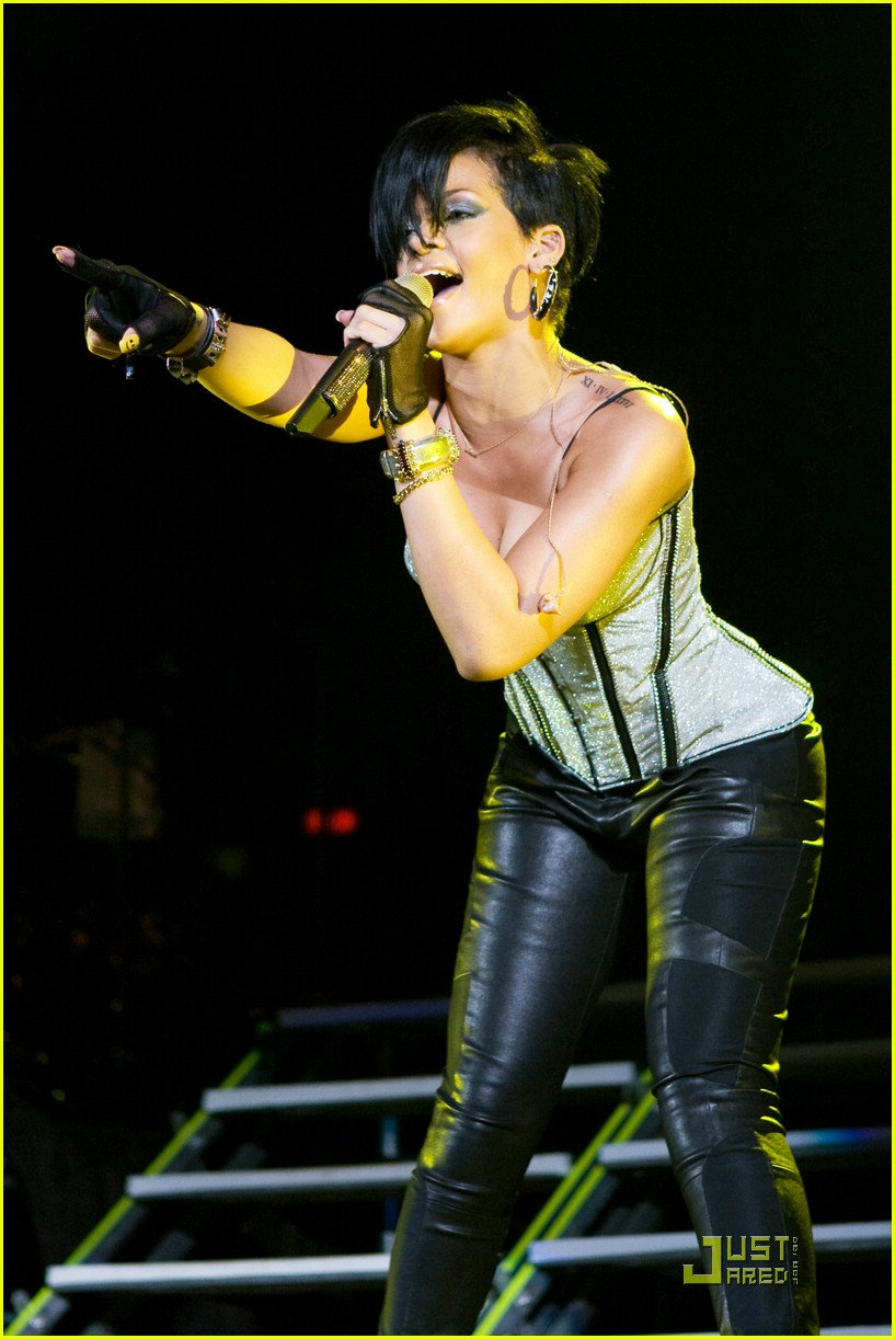 rihanna b96 jingle bash 131601361