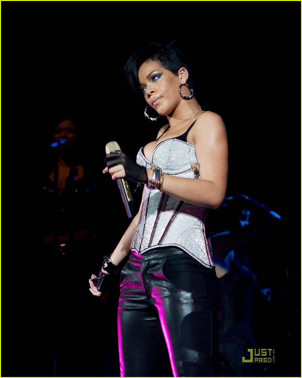 rihanna b96 jingle bash 181601411