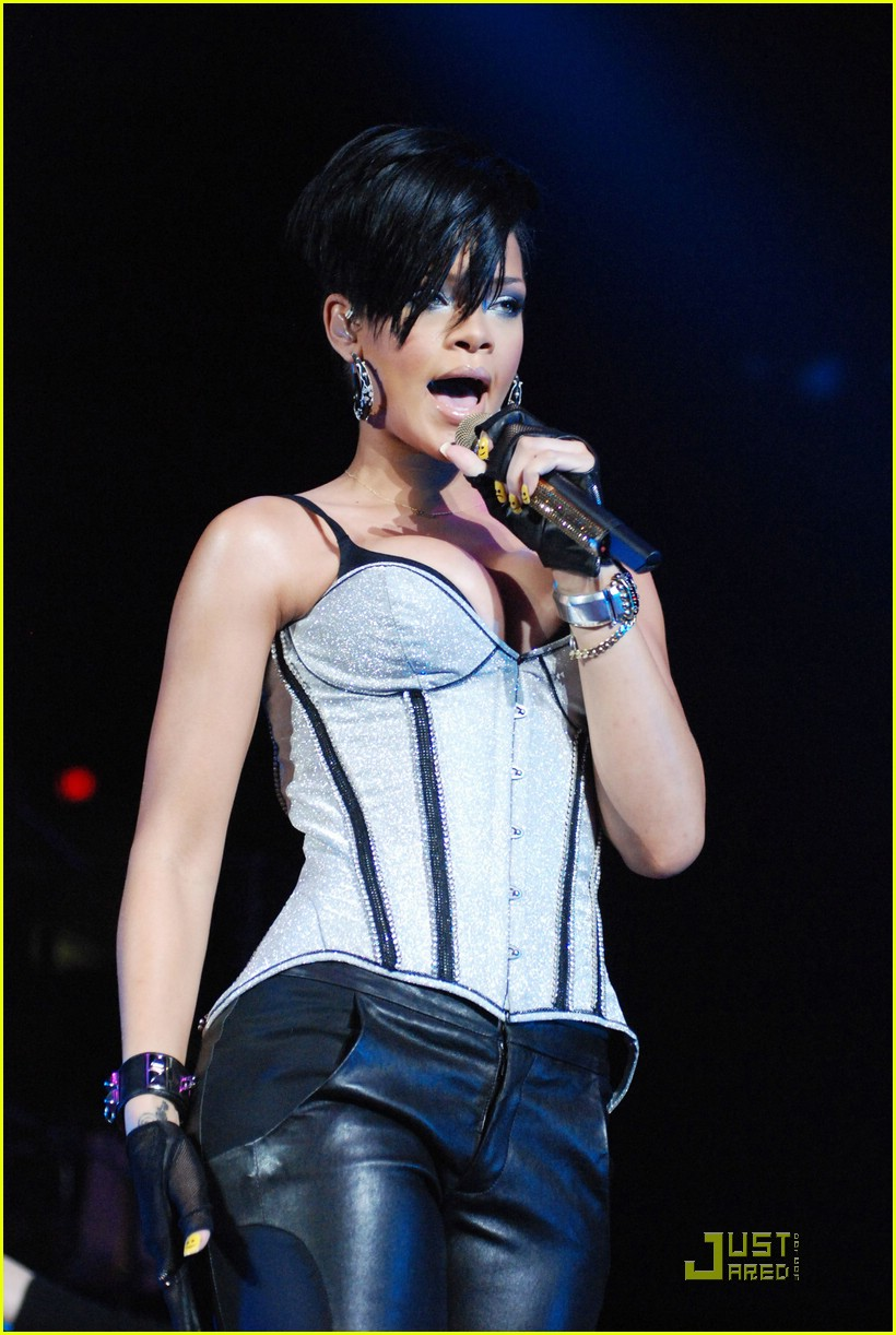 rihanna b96 jingle bash 19