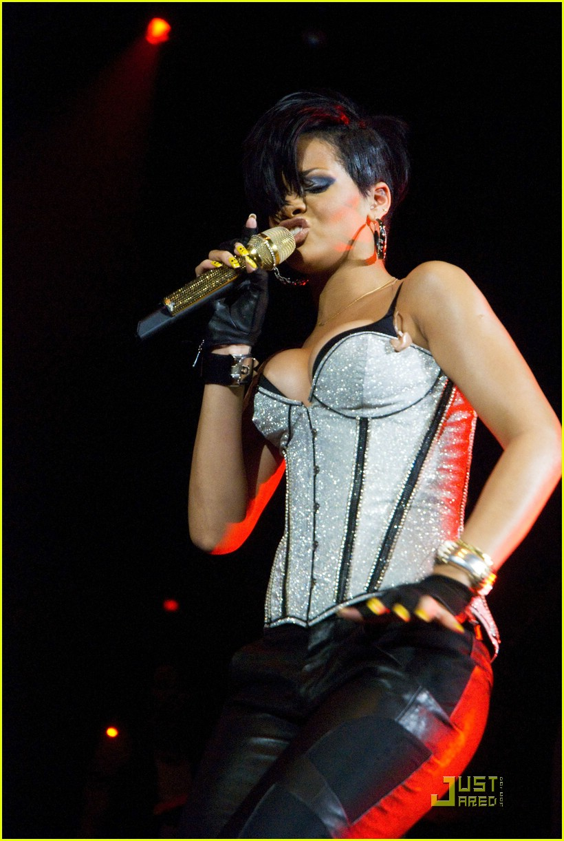 rihanna b96 jingle bash 231601461