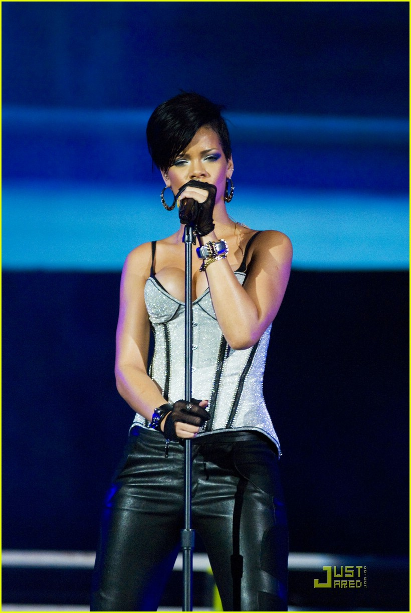 rihanna b96 jingle bash 25