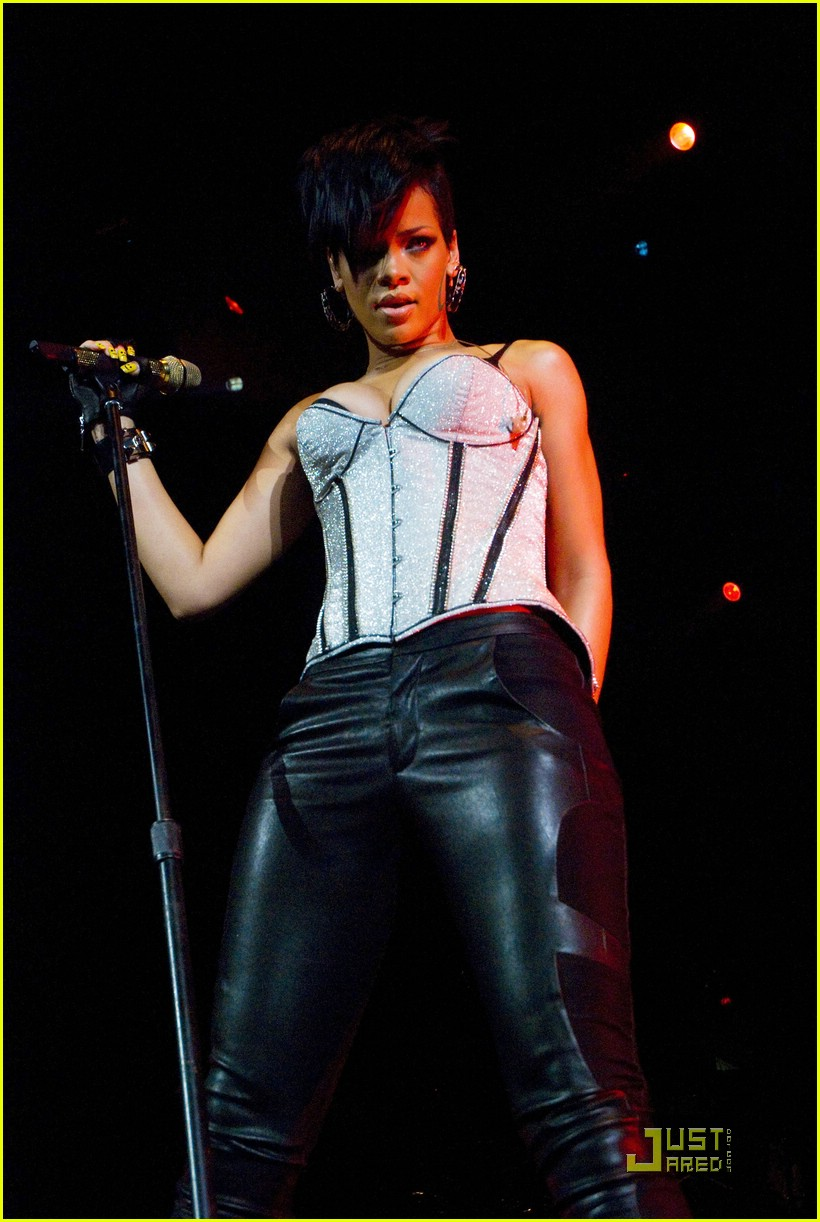 rihanna b96 jingle bash 281601511