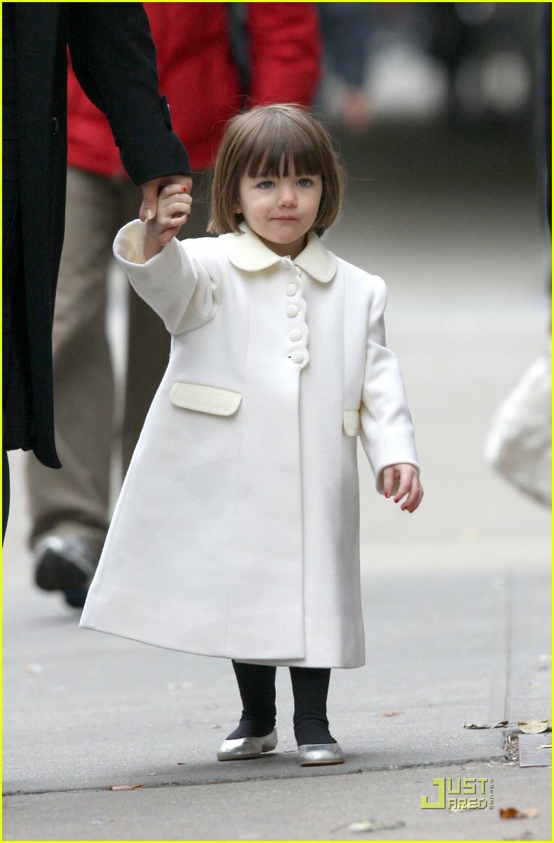 Suri Cruise Is White Coat Cute Photo 1588531 Celebrity