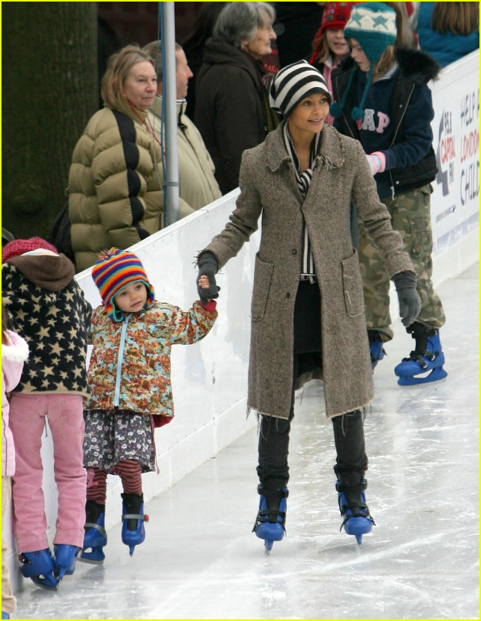 thandie newton ice skating 101607011