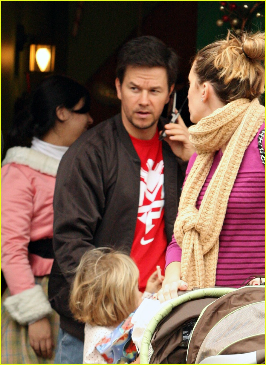 mark wahlberg santa claus 01