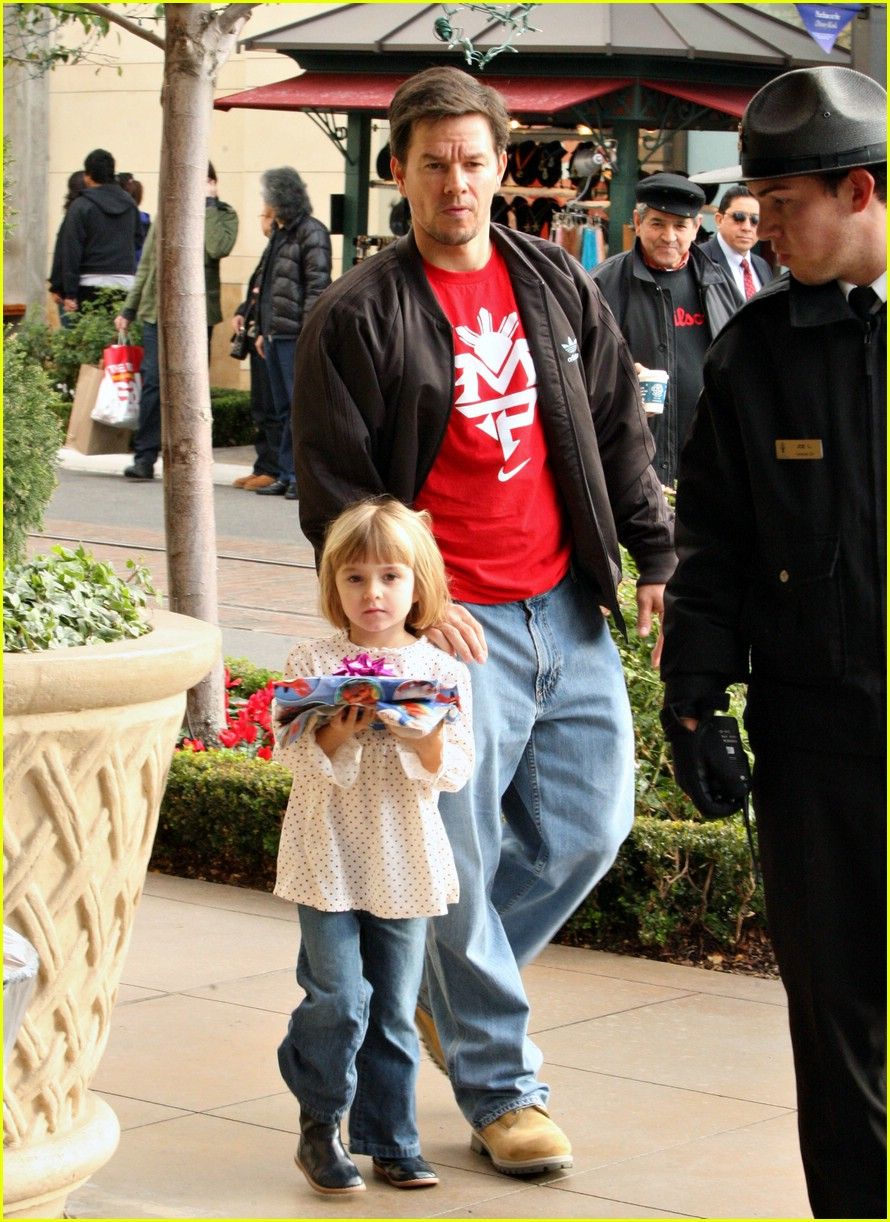 mark wahlberg santa claus 10