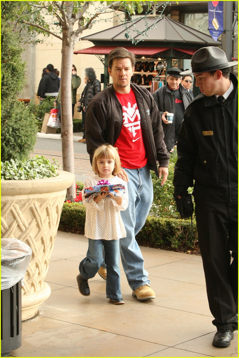 mark wahlberg santa claus 151611821
