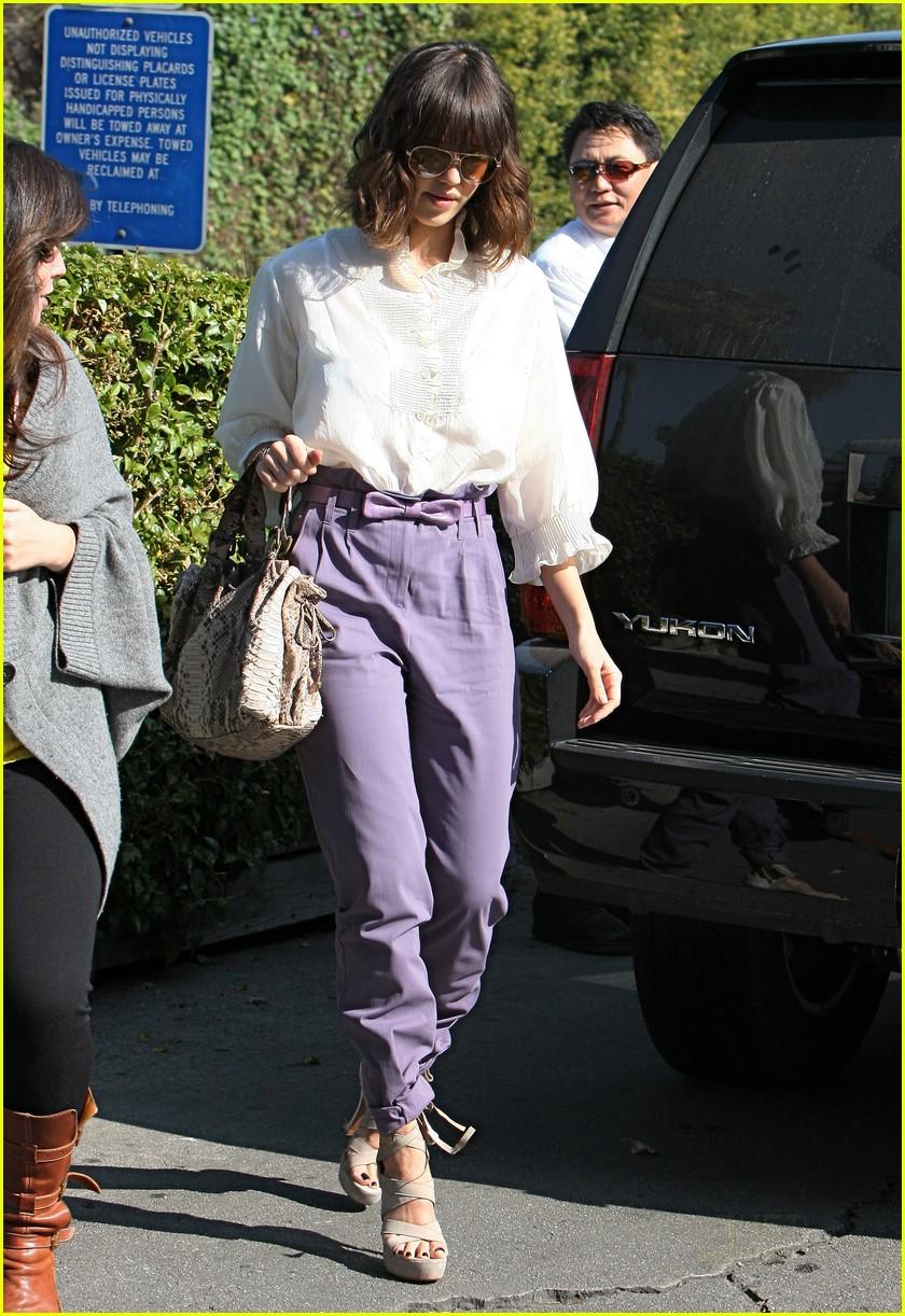 jessica alba pegged pants 08