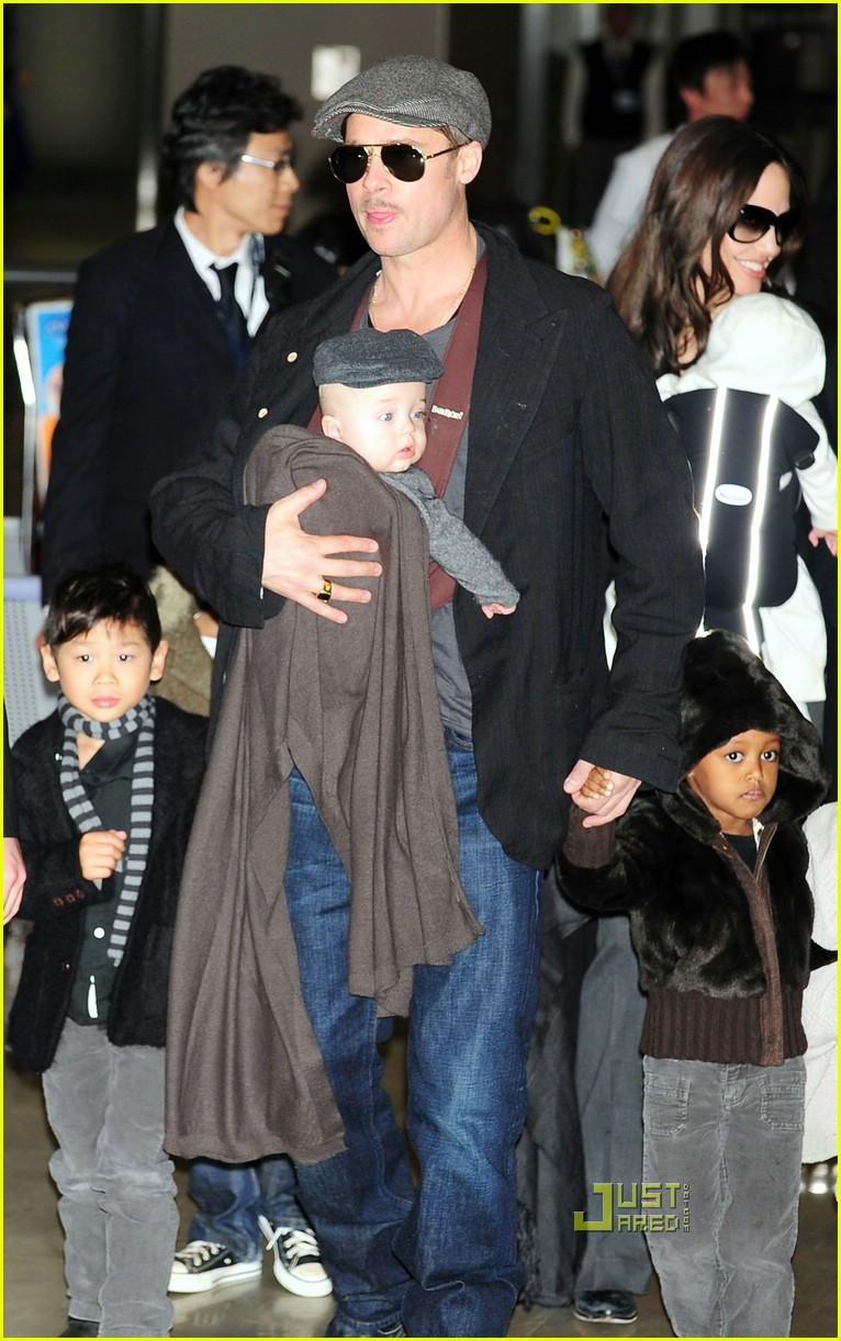 brad pitt angelina jolie twins japan 281683371