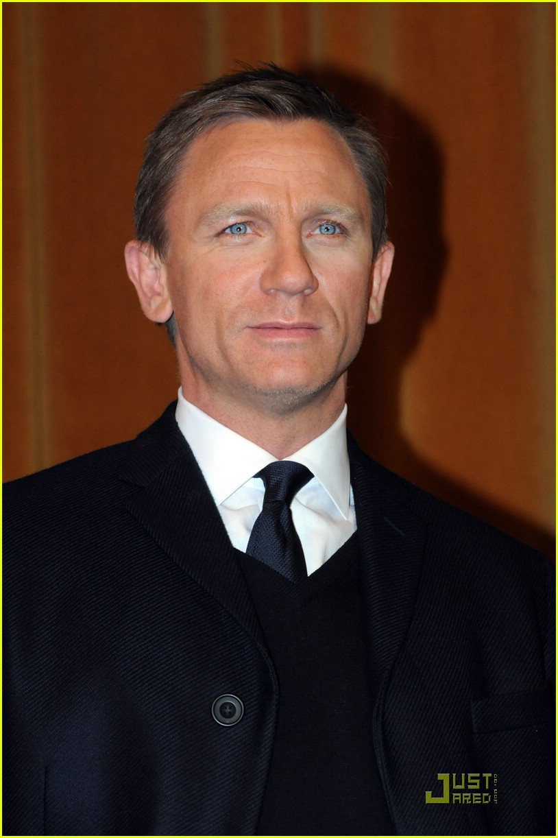 Full Sized Photo of daniel craig hand pocket 04 | Photo ... Daniel Craig