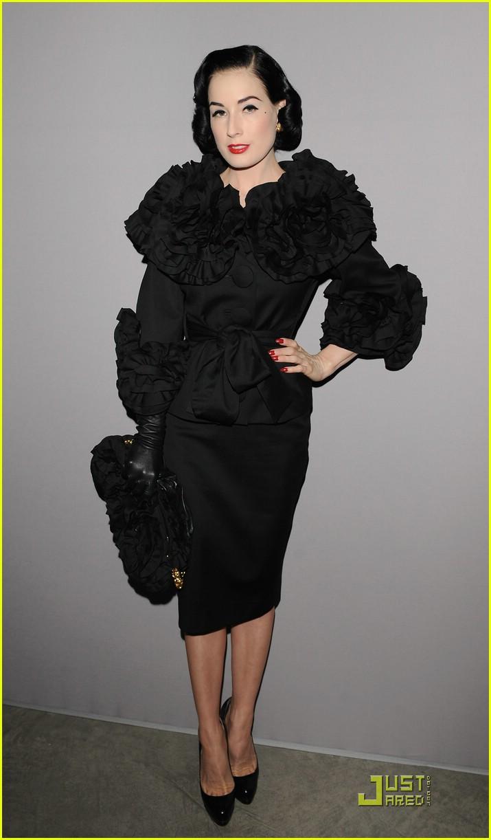 dita von teese elie saab fashion show 09