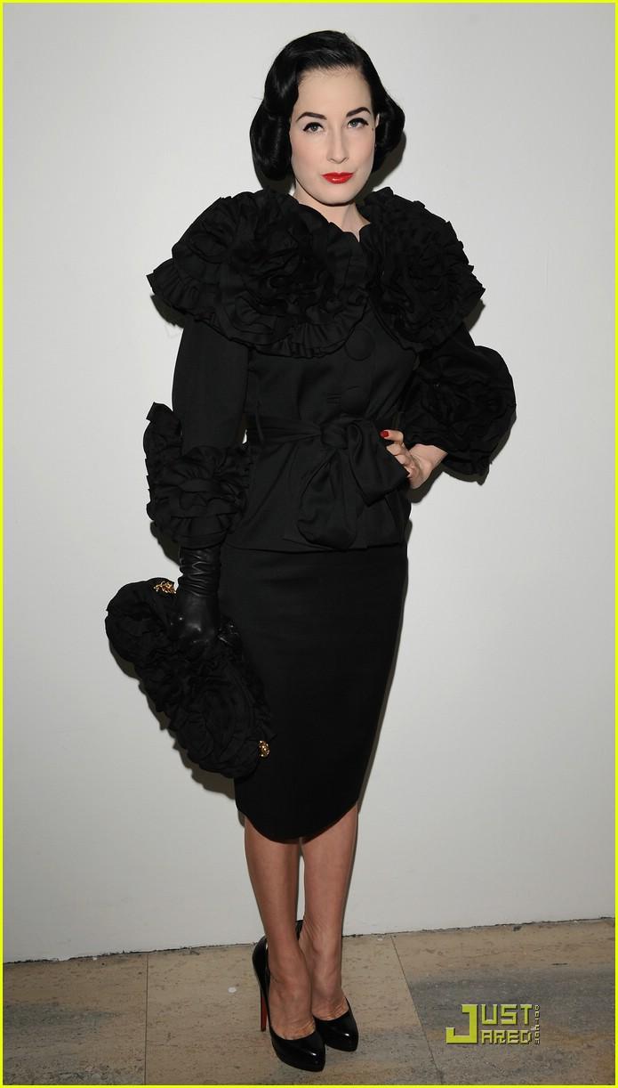 dita von teese elie saab fashion show 101686201