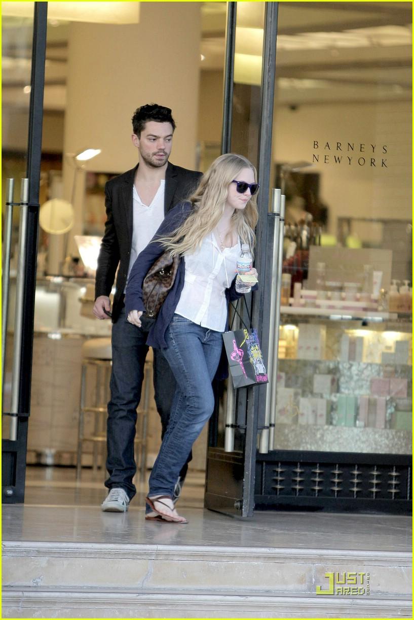 Amanda seyfried and dominic cooper dating