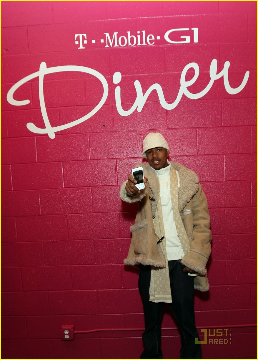 Nick Cannon at the T Mobile G1 Diner1658981