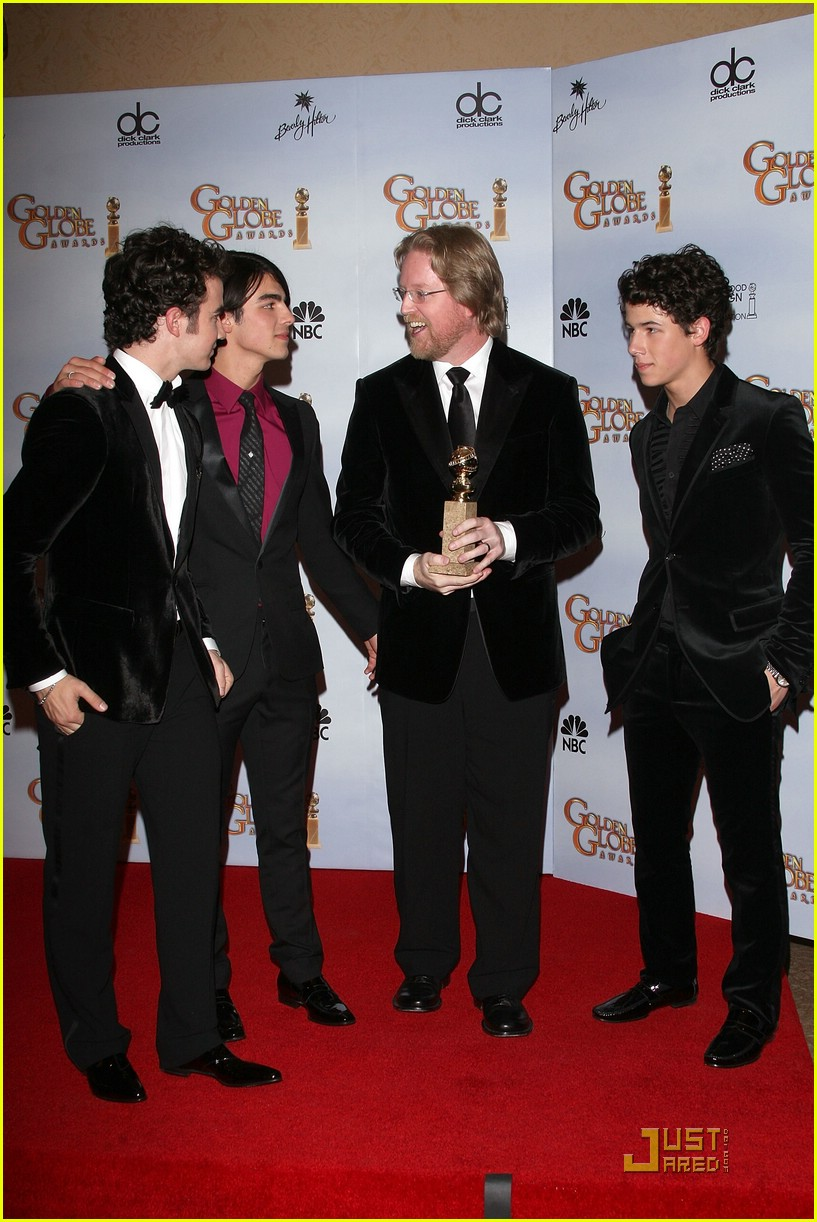jonas brothers golden globes 2009 181646901