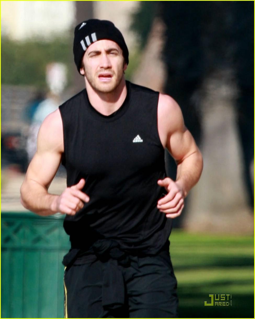 jake gyllenhaal running 021638031