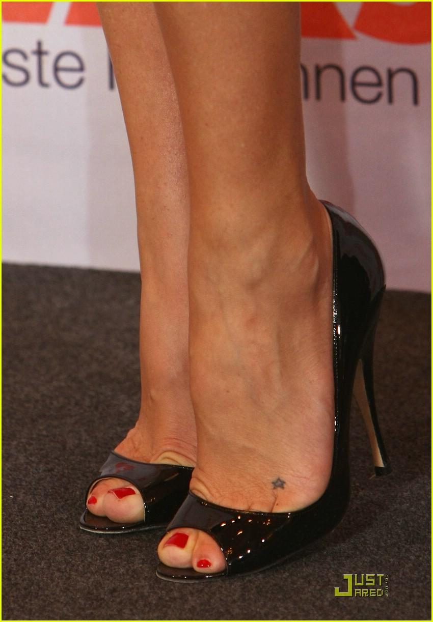 Татуировка звезды на ноге фото