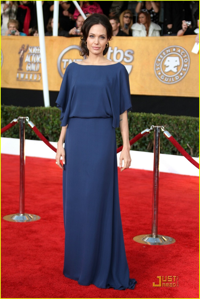 angelina jolie backwards dress sag awards 011686831