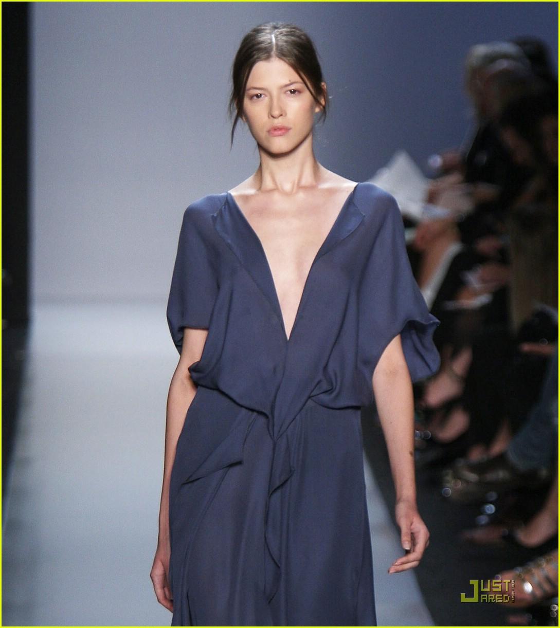 angelina jolie backwards dress sag awards 061686881