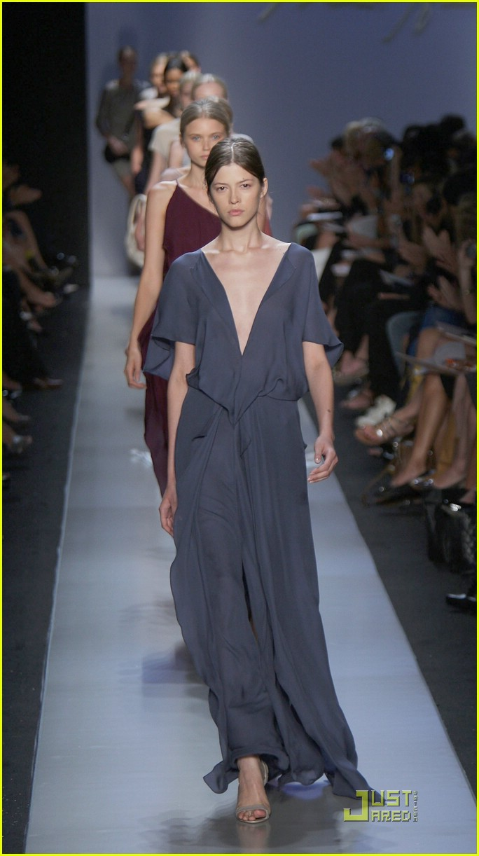 angelina jolie backwards dress sag awards 101686921