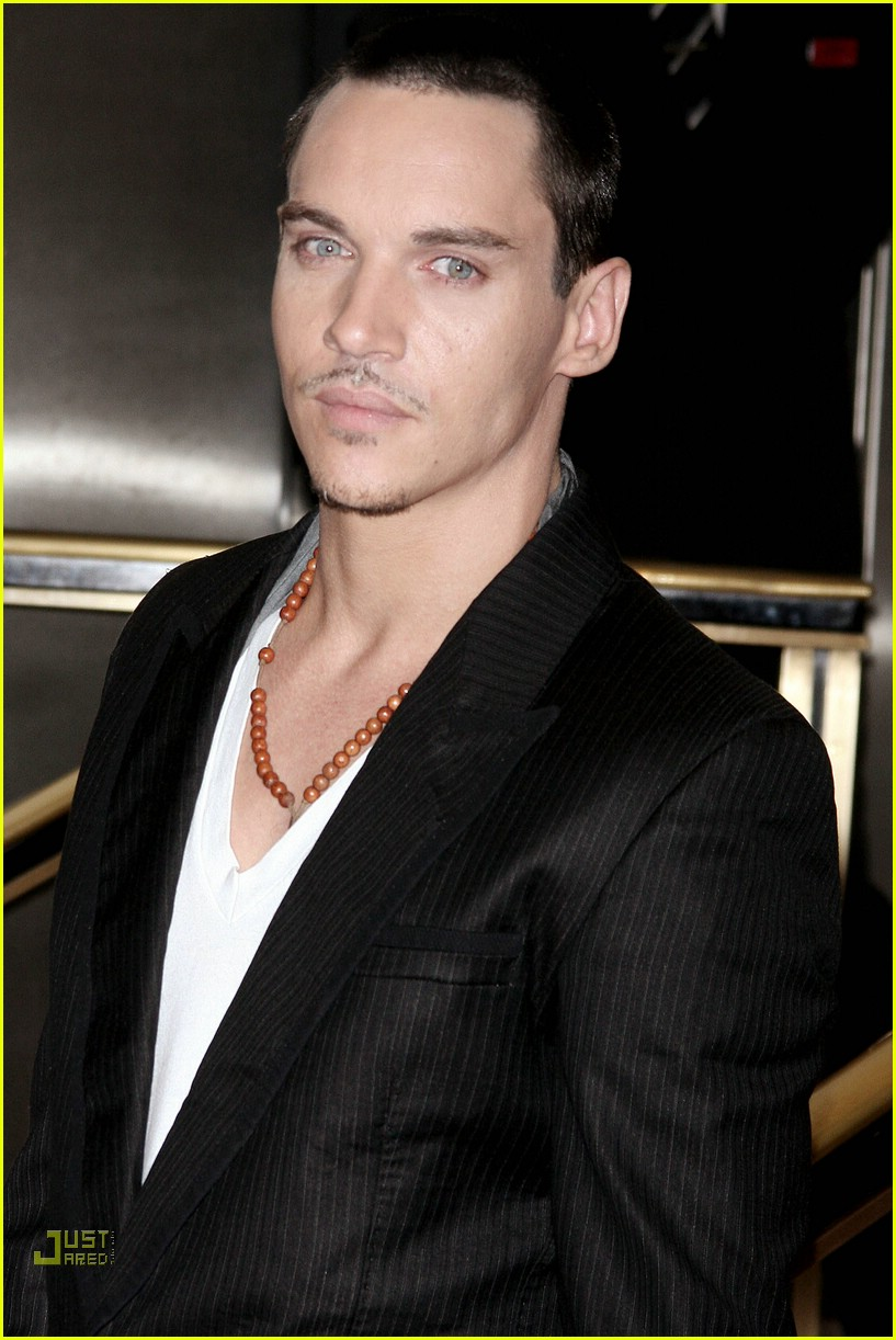 jonathan rhys meyers hugo boss 17