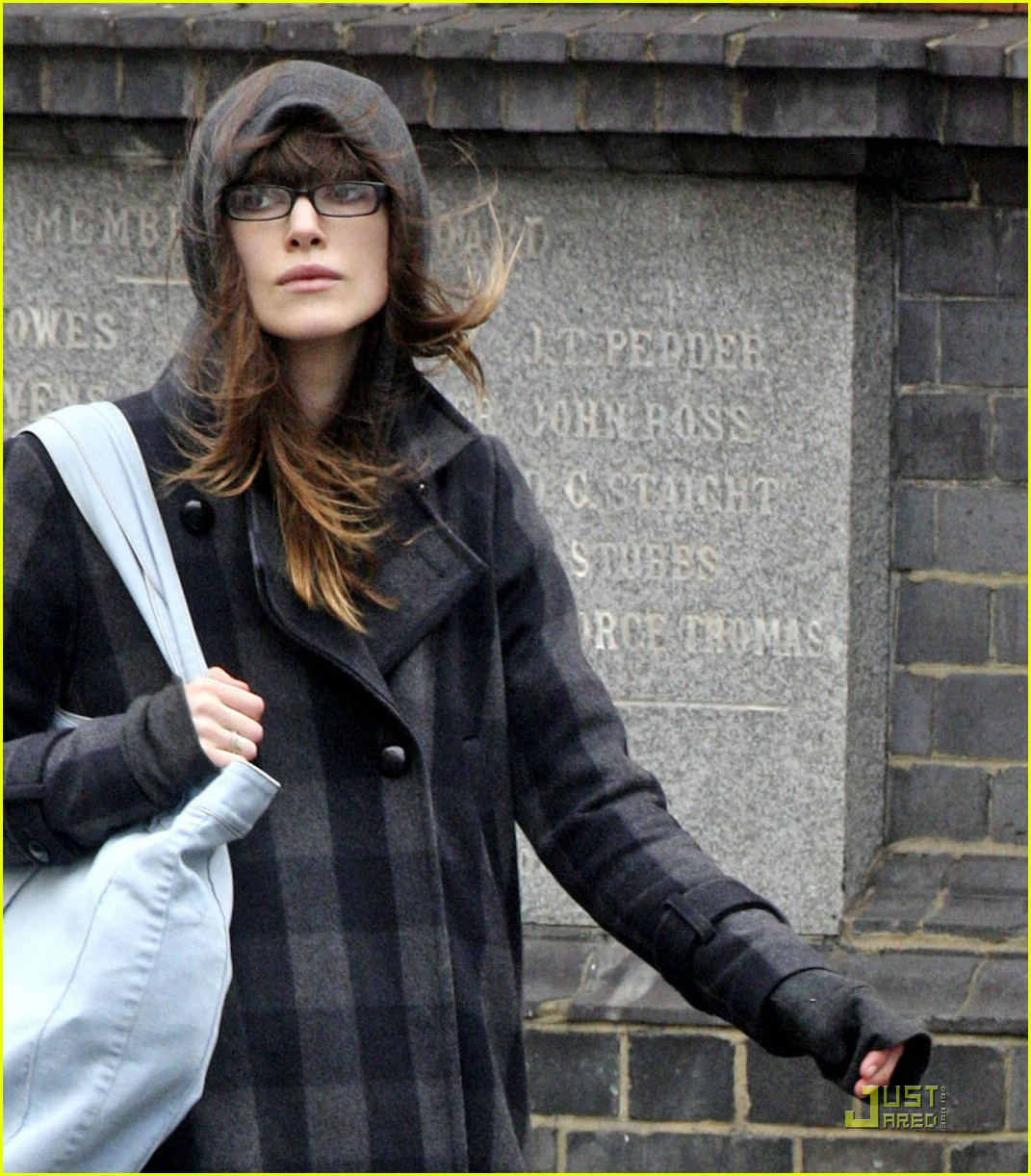 keira knightley paparazzi text message insult 071670381