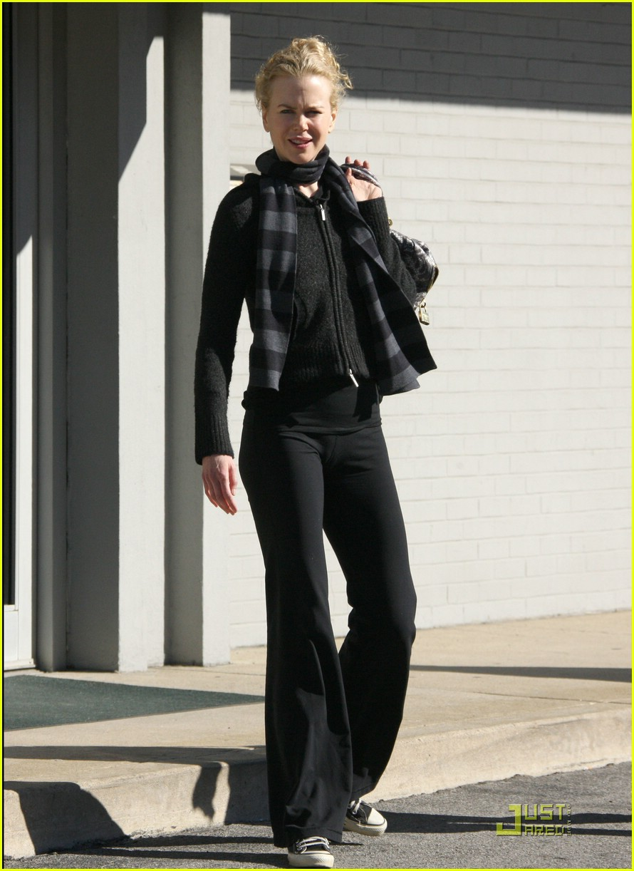 nicole kidman new year yoga 111650191