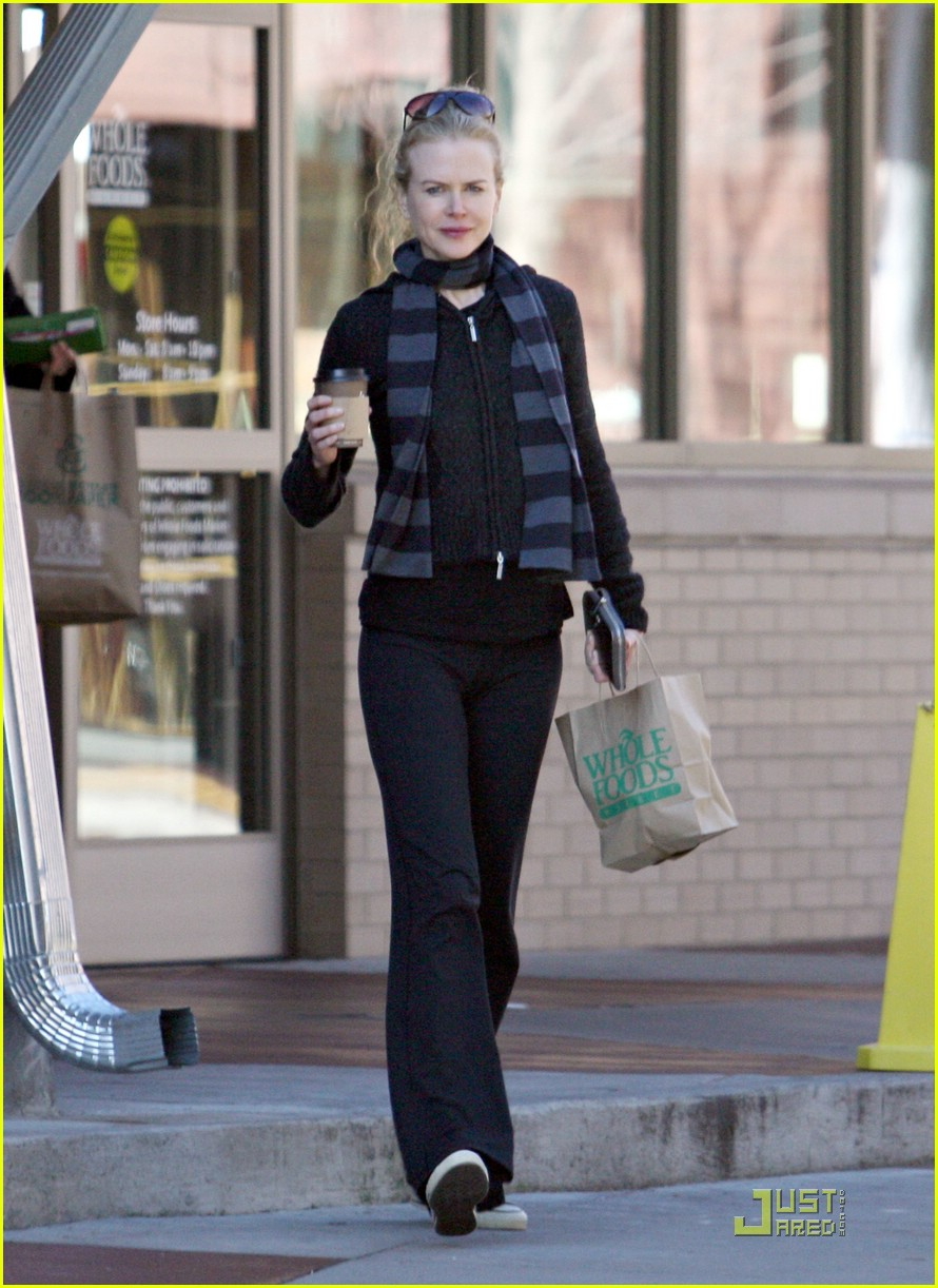 nicole kidman new year yoga 121650201