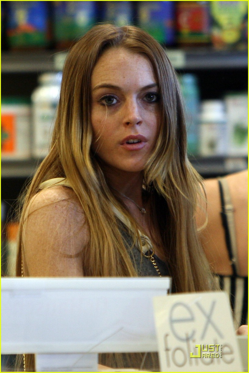 Lindsay Lohan and lil sis Ali Lohan are spotted out shopping at the organic ...