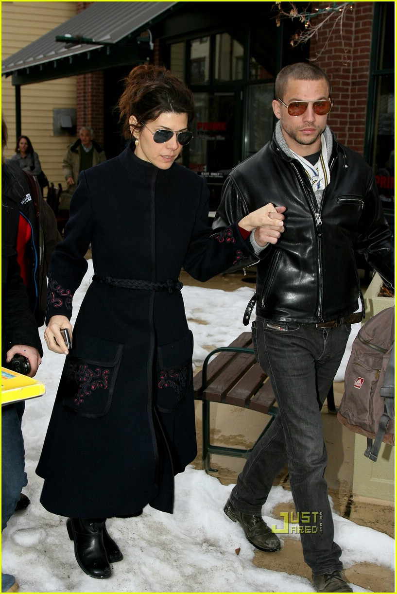 marisa tomei logan marshall green couple 15