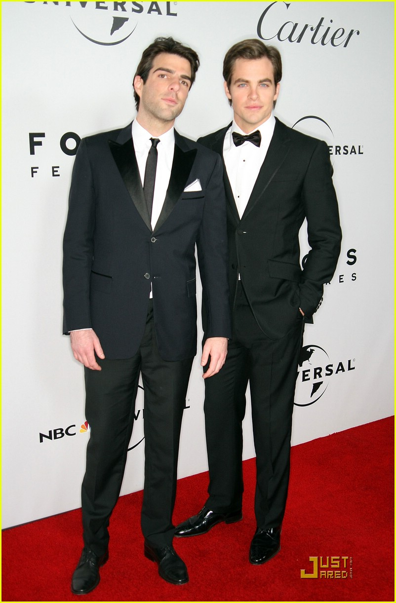 chris pine zachary quinto golden globes 2009 111648301