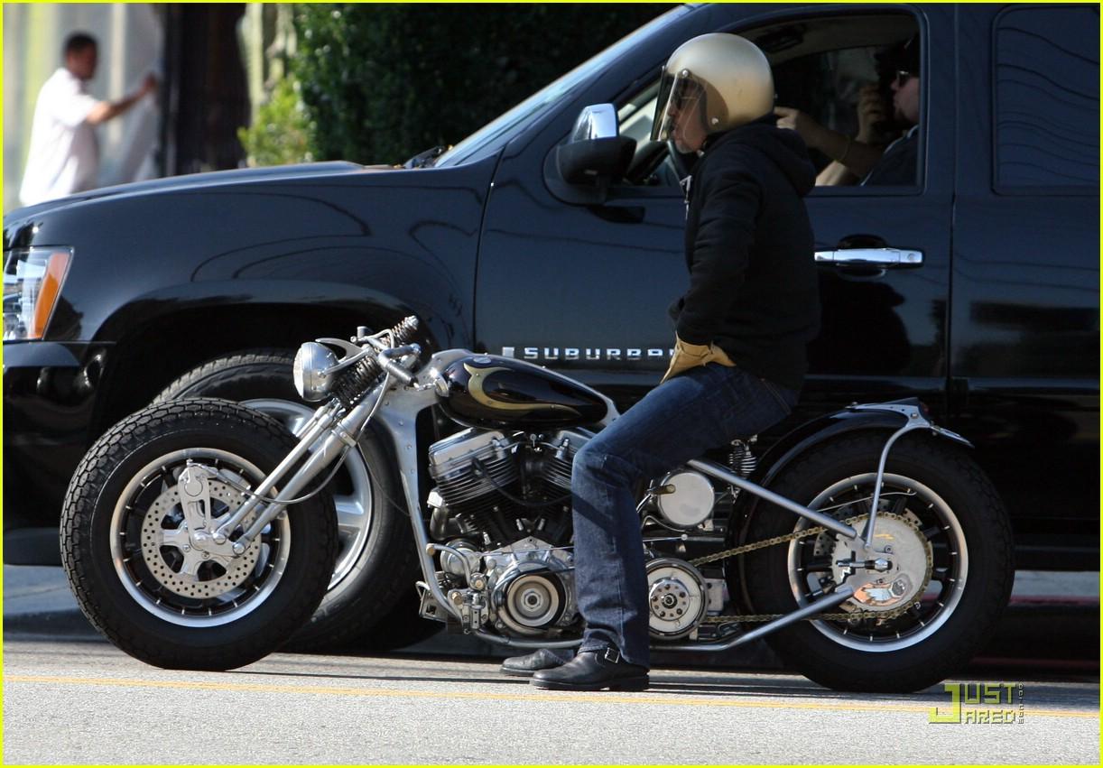 brad pitt motorcycle helmet 021638501