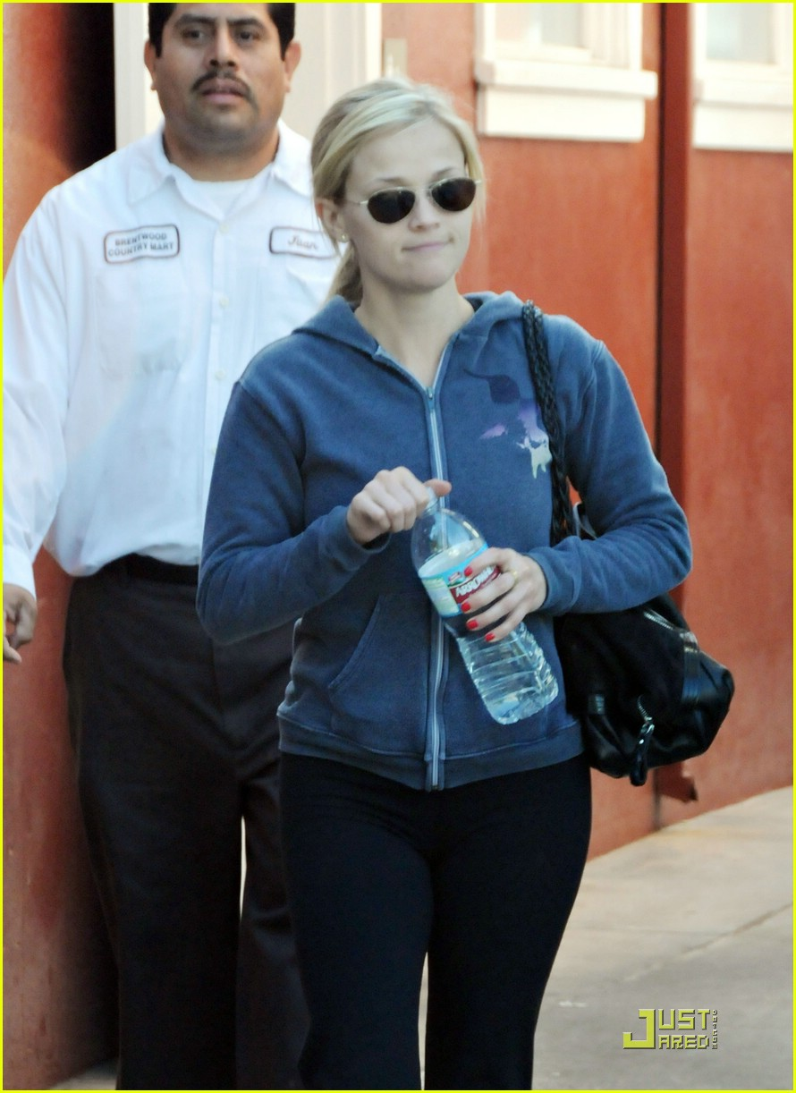 reese witherspoon brentwood country mart 011639591