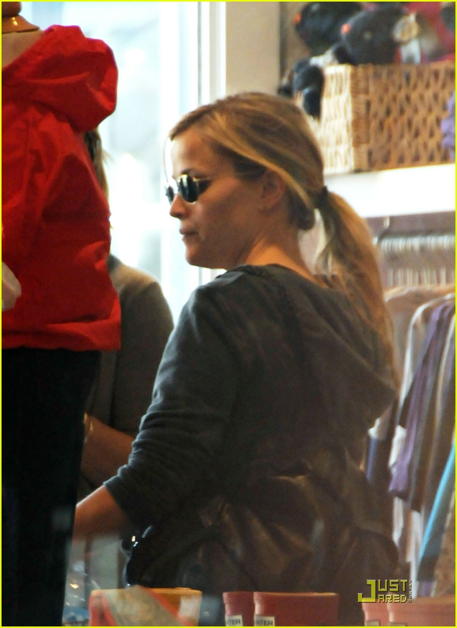 reese witherspoon brentwood country mart 071639651