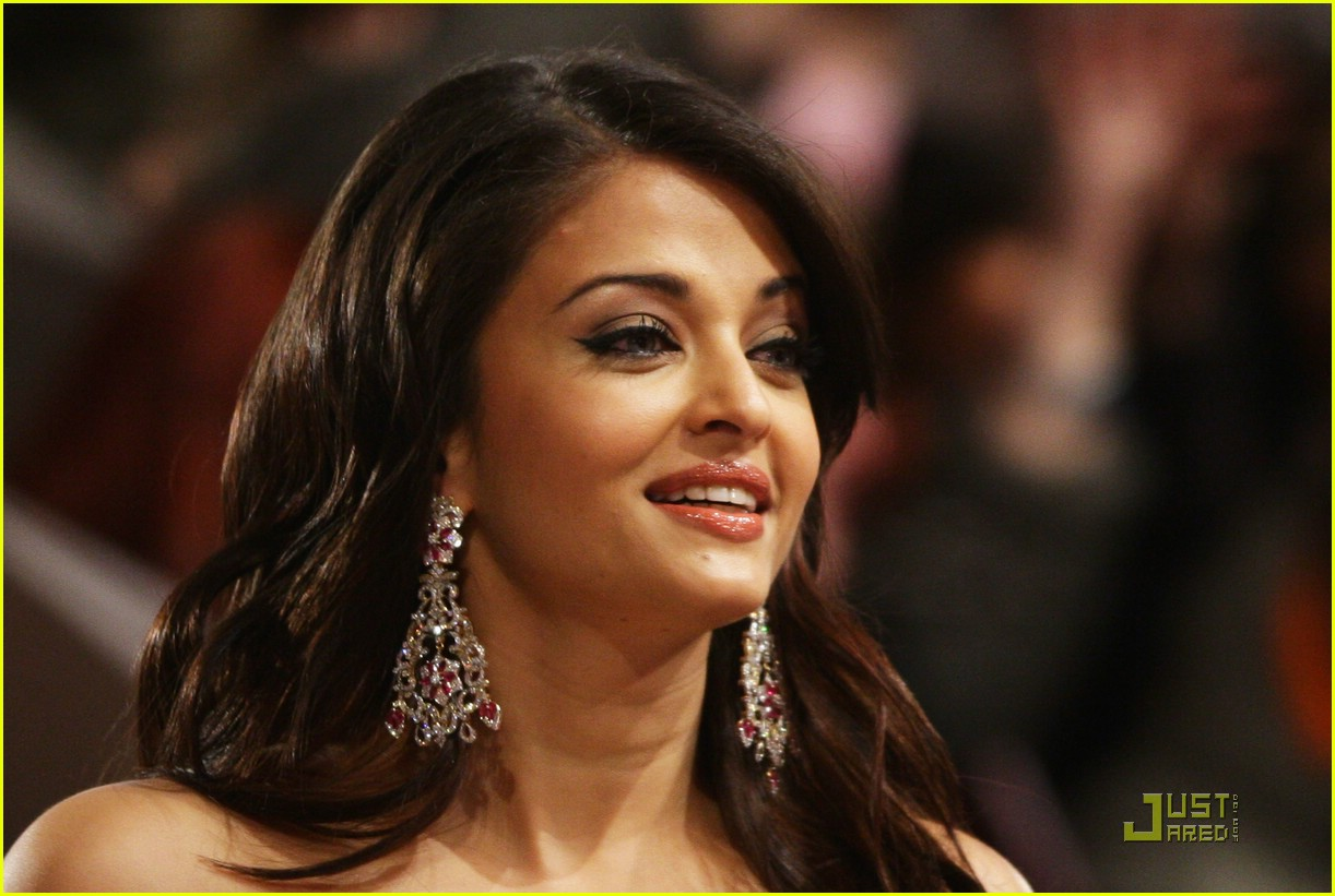 Aishwarya Rai Valentine Day Festive Photos Just